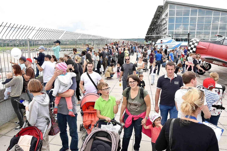 Flughafen Kinderfest Zieht Zum Jubilaum An Zwei Tagen 50 000 Gaste An Kinderfest Feiert Jubilaum Kreis Esslinger Zeitung