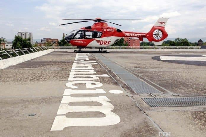 Hubschrauber der DRF Luftrettung an der Station in Mannheim