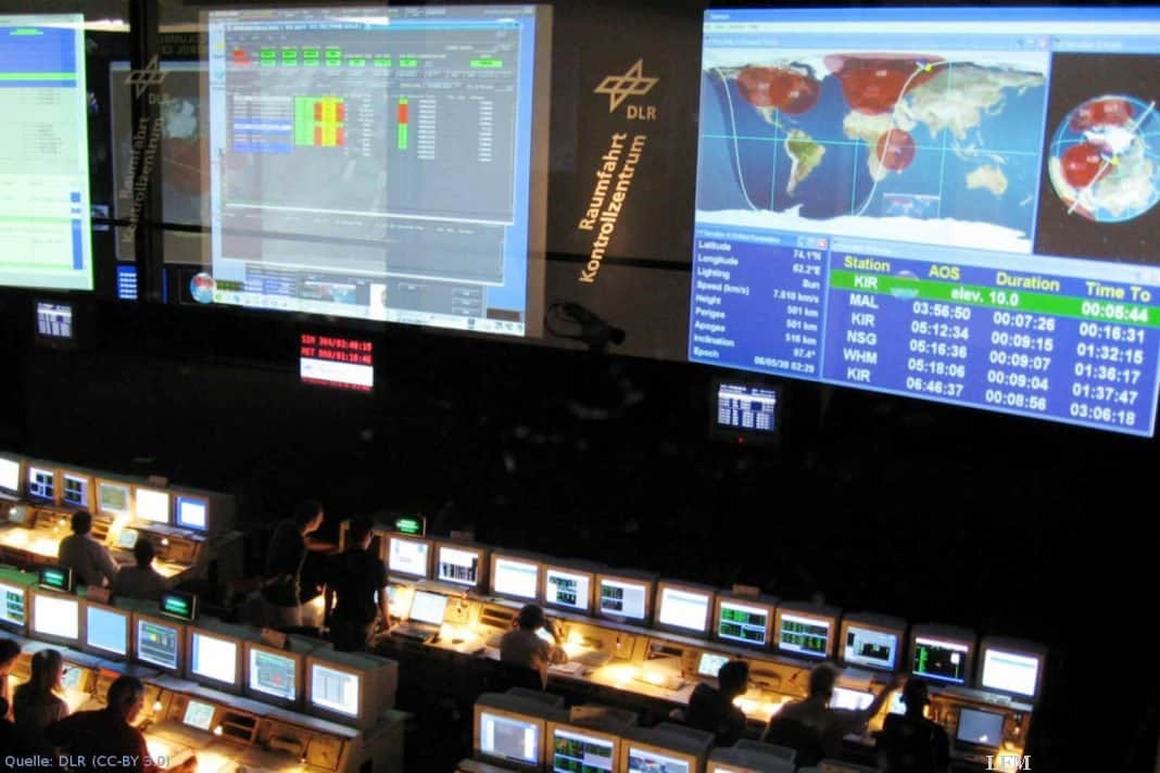 EDRS-Kontrollraum im GSOC: Das Deutsche Raumfahrtkontrollzentrum (GSOC) in Oberpfaffenhofen ist für die Steuerung der Nutzlasten in EDRS, die Kontrolle des Satelliten EDRS-C und den Betrieb der Empfangsstationen verantwortlich.