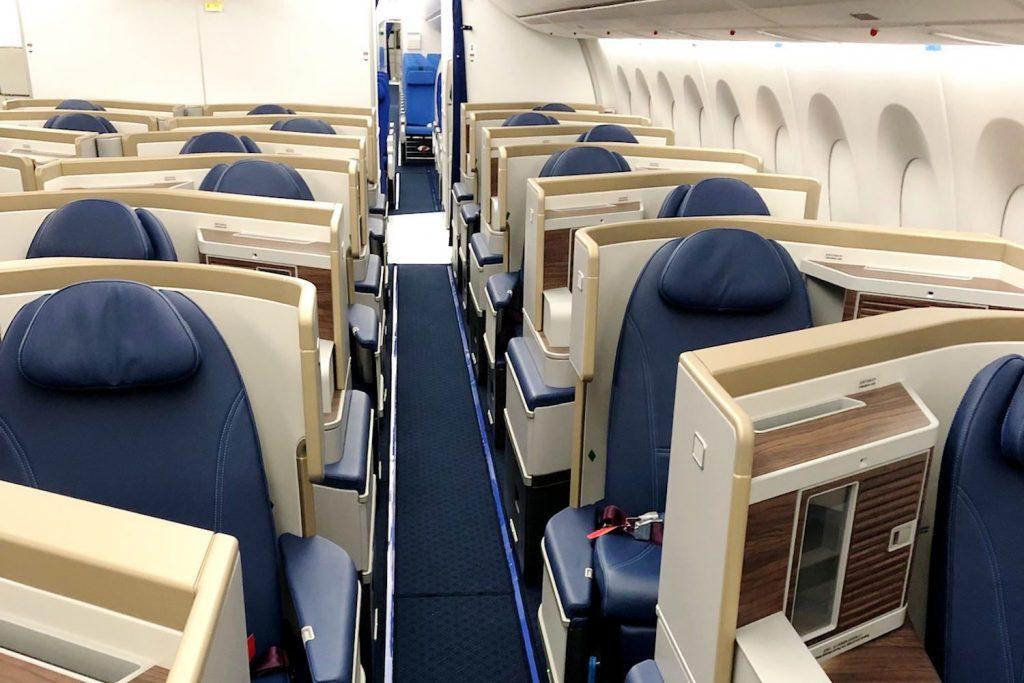 A350-900 von China Southern: Neue Recaro CL6710 Sitze in einer versetzten 1-2-1 Anordnung.