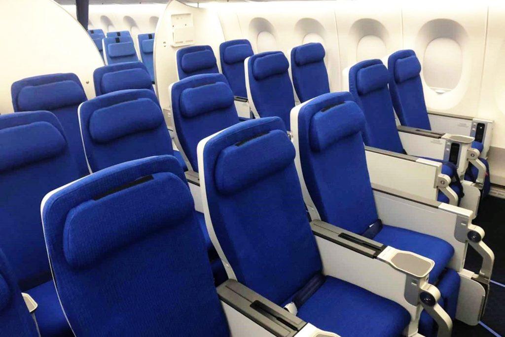 Recaro-Sitze im A350-900 von China Southern: Eine patentierte sechsfach einstellbare Kopf- und Nackenstütze gewährleistet optimalen Gebrauch.