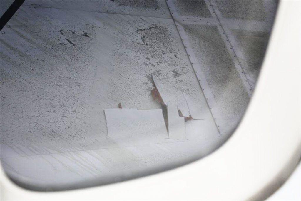 Abb. 2: Durchschlagene R/H Tragfläche, Blick aus dem Fenster