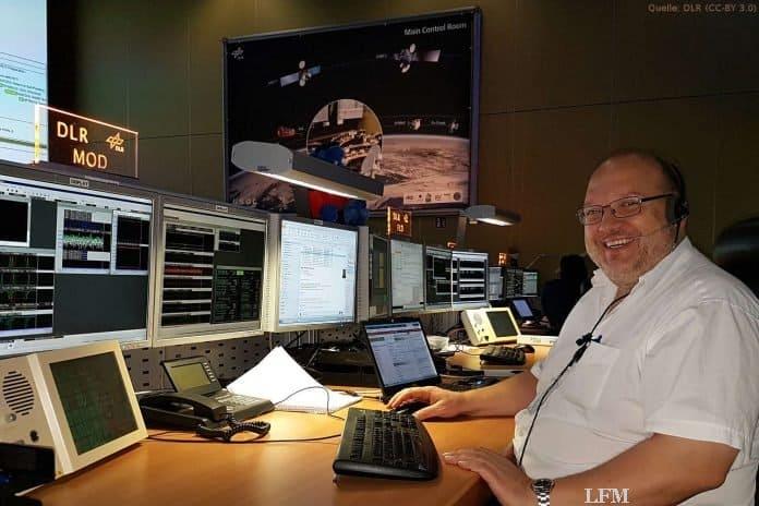 EDRS-Kontrollraum: Ralf Faller, EDRS Mission Operations Director, im Kontrollraum des GSOC. Dort überblickt er den Betrieb des Bodensegments des Kommunikationssatelliten.