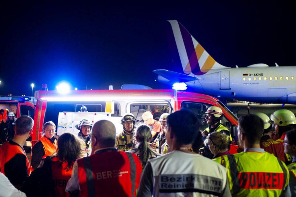 Berlin Airport: Seuchenübung am Flughafen Tegel