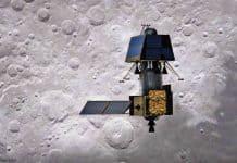 Indischer Mondorbiter Chandrayaan-2 und Mondlandemodul Vikram: Nach dem Start der zweiten indischen Mondmission, Chandrayaan-2, am 22. Juli 2019 vom indischen Weltraumbahnhof Sriharikota erreichte die Sonde am 20. August die Mondumlaufbahn. Am 2. September wurde die Landesonde Vikram (in der künstlerischen Darstellung der obere Teil des Raumsonden-Gespanns) von Chandrayaan-2 abgetrennt und absolvierte erfolgreich zwei Steuermanöver, die das Modul in einen elliptischen Orbit von 101 Kilometern mal 35 Kilometern über der Mondoberfläche lenkten. Die Landung von Vikram in der Nähe des lunaren Südpols ist für den Abend des 06. September 2019 (MESZ) vorgesehen.