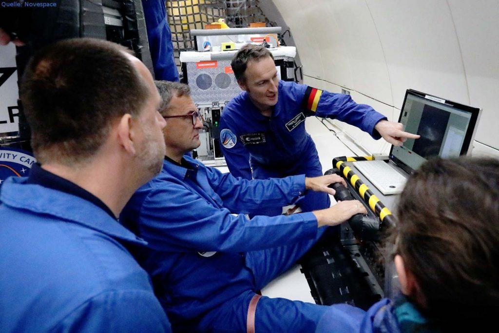 Der deutsche ESA-Astronaut Matthias Maurer bei FLUMIAS: Der deutsche ESA-Astronaut Matthias Maurer war ebenfalls auf Einladung des DLR an Bord des Airbus A310 ZERO G und half beim FLUMIAS-Experiment der Universitäten Frankfurt und Marburg, gemeinsam mit Airbus.