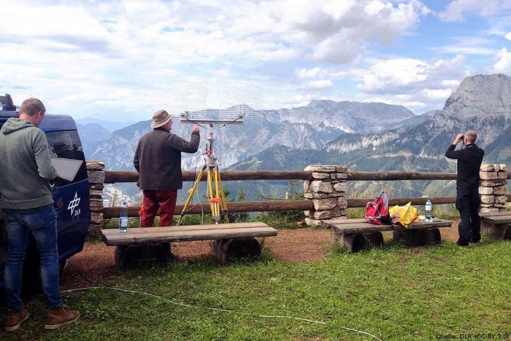 Bergstation: Aufbau der Bergstation für die digitale Verbindung zwischen dem UAS-Demonstrator und den Einsatzkräften im Tal.