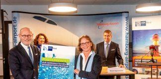 Friederike C. Kühn, Vorsitzende der IHK Nord, bei der Übergabe des Positionspapier zur norddeutschen Wasserstoffstrategie mit deutlichen Forderungen an Hamburgs Wirtschaftssenator Michael Westhagemann am Hamburg Airport