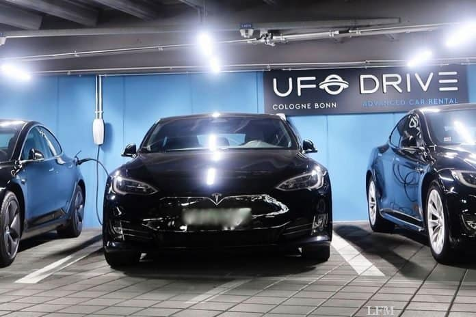 UFODRIVE vermietet Tesla Limousinen am Köln Bonn Airport
