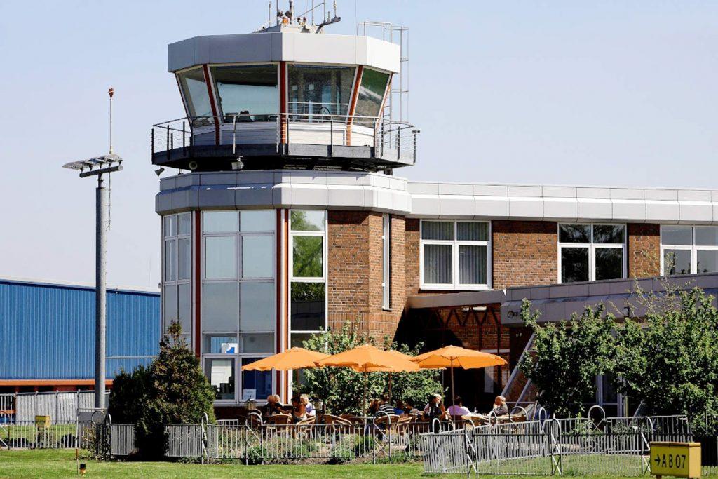 Aktueller Flughafentower des Flughafen Emden.
