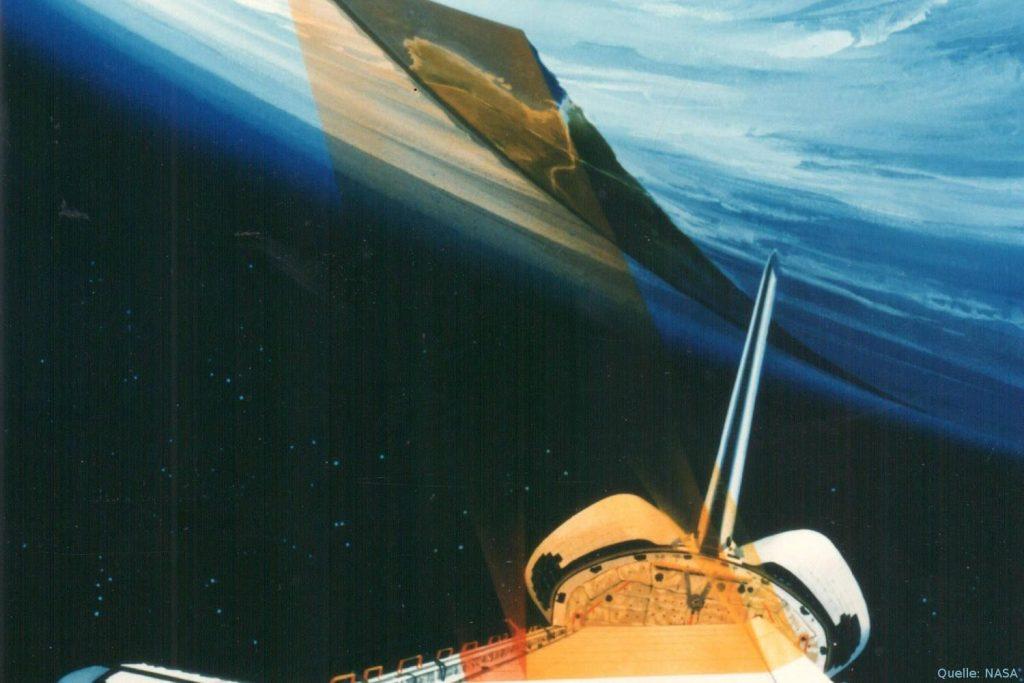 Künstlerische Darstellung des Space Shuttles Endeavour mit der Radarantenne in der Ladebucht.