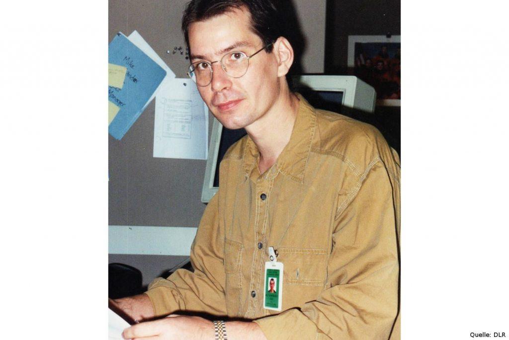 Mission SIR-C/X-SAR: Rolf Werninghaus im Customer Support Room in Houston. Beim ersten Missionsflug 1994 arbeitete er als Interface-Ingenieur, beim zweiten – sowie später bei TerraSAR-X und TanDEM-X – war er als Projekt- und Programmleiter tätig.