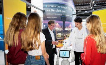 """Ausbildungsmesse """"Berufsfit"""" am Flughafen München"""