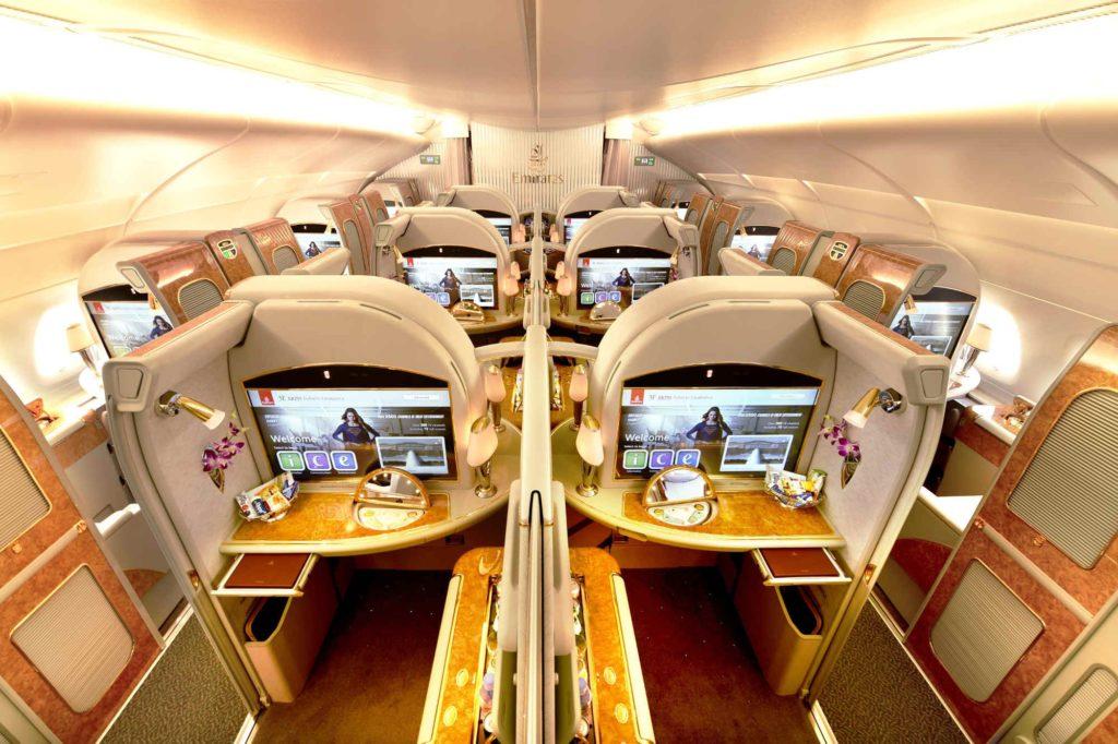 Emirates Airbus A380 fliegt drei Klassen nach Kairo