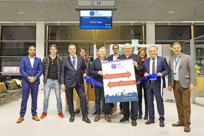 Zu den Fluggästen des Erstfluges zählten u.a. auch NRW-Arbeitsminister Karl-Josef Laumann (4.v.r) und der Bundestagsabgeordnete Karlheinz Busen (Mitte), die von AIS-Geschäftsführer Arend van der Meer (3.v.l.) und FMO-Geschäftsführer Prof. Dr. Rainer Schwarz (2.v.r.) begrüßt wurden.