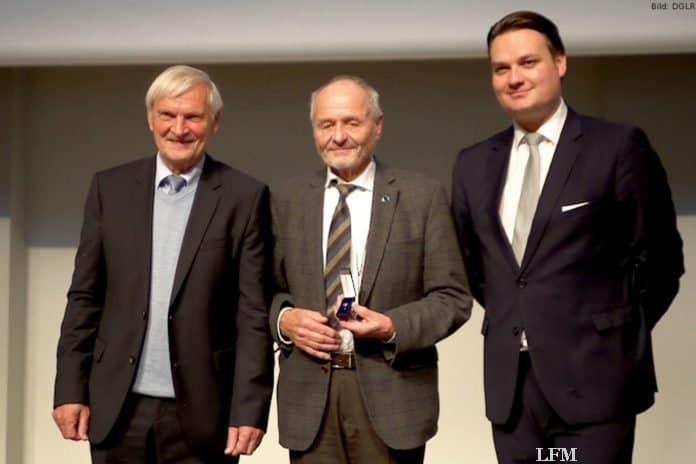 Dr. Berndt Feuerbacher erhielt die Ehrenmitgliedschaft der DGLR