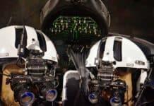 Hochanspruchsvoller Einsatz bei Dunkelheit; die rund 11.000 Euro teuren Brillen funktionieren nach dem Prinzip der Restlichtverstärkung und bilden mit dem Cockpit und dem Helm ein aufeinander abgestimmtes Nachtflugsystem.
