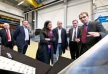 V.l.: Prof. Joachim Block (DLR-Standortleiter), Julius Bruns (Airbus), Grazia Vittadini, Marc Fischer (Airbus), Prof. Lorenz Tichy und Dr. Holger Mai (beide DLR).