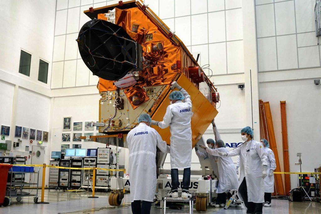 Airbus testet Sentinel-6 für den Weltraum in Ottobrunn