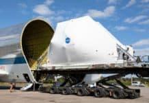 Super Guppy fliegt Raumschiff Orion zum Härtetest