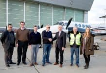 Von links nach rechts: Serkan Akin (CAMO Manager), Nicolas von Mende (CEO), Kundenpilot, Jens Reupke (Besitzer King Air 250), Hans Doll (Sales Director), Norbert Gunkel (Certifying Staff), Nadine Schirmer (Sales Assistant).