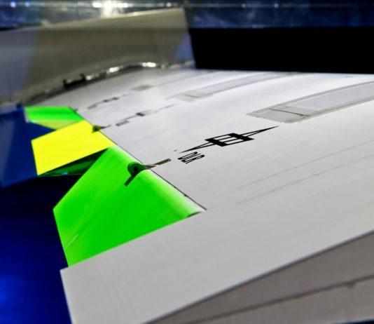 Böenlastreduzierung: DLR testet Flügel mit drei Klappen