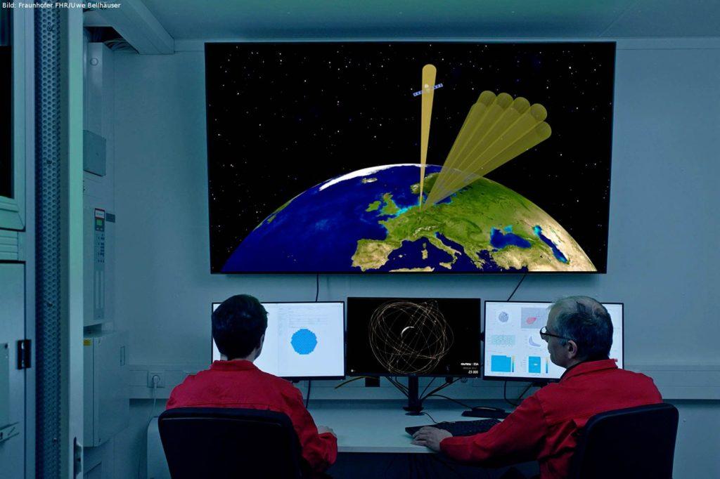 GESTRA-Überwachungs- und Steuerungseinrichtung: Simulation der Weltraumüberwachung und gleichzeitigen Bahnverfolgung eines Objektes im erdnahen Orbit.