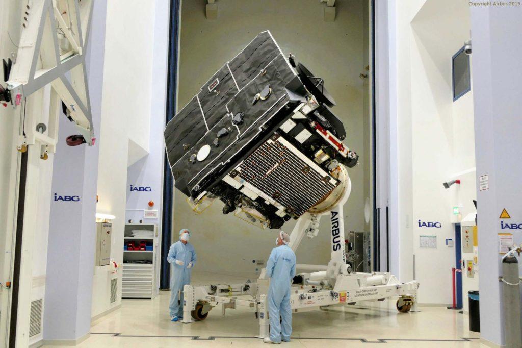 Die Sonde Solar Orbiter beim Hersteller Airbus in Stevenage. Die Lebenszeit des Sonnenobservatoriums ist für zehn Jahre angesetzt.