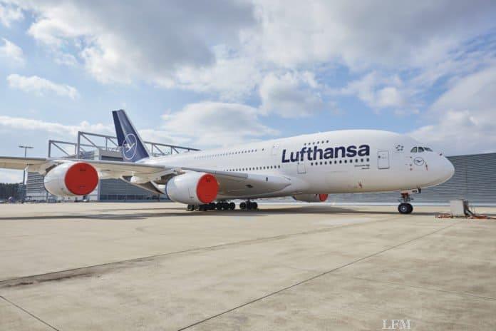 Airbus A380 D-AIMB LHT Frankfurt geparkt mit Engine Cover am Flughafen Frankfurt