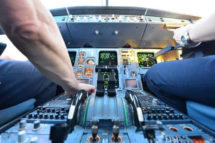 Austrian Airlines Airbus A320 - Cockpit