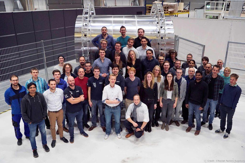 """Rocket Factory – Die Mitarbeiterinnen und Mitarbeiter der """"Rocket Factory"""" Augsburg AG"""