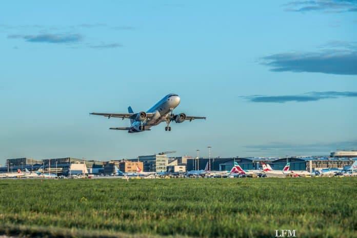 Flughafen Stuttgart: Fluggeschehen und Ferienauftakt