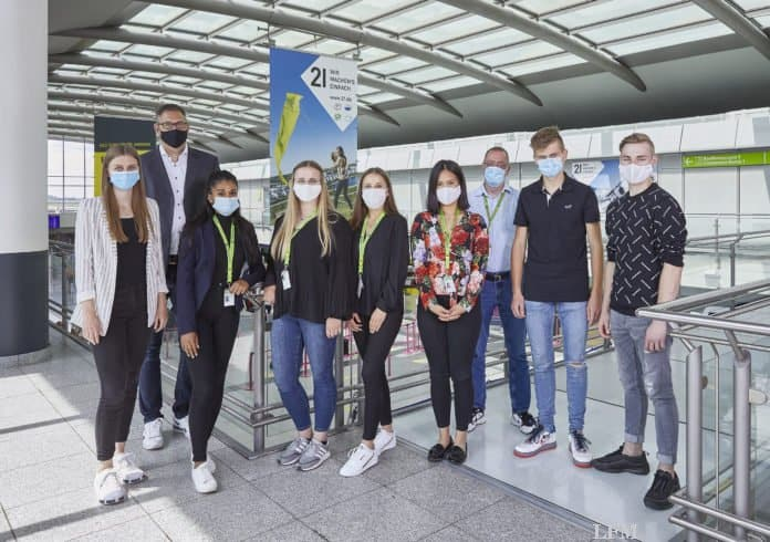 Neue Auszubildende am Dortmund Airport