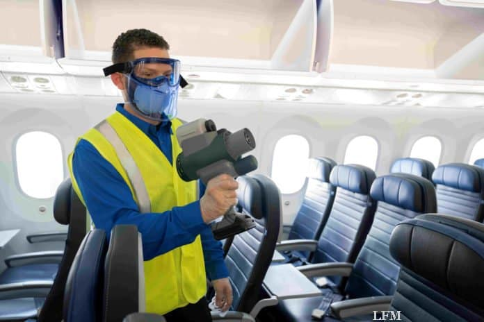 United Airlines - Desinfektion in der Kabine durch elektrostatisches Sprayen
