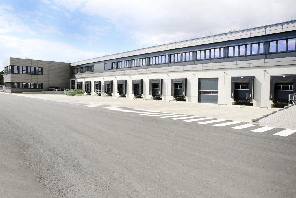 Swissport Halle mit Lkw-Toren