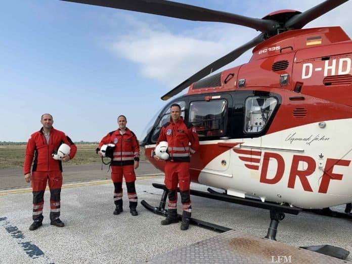 """Christoph 43""-Crew: v.l. Gilles Kodsi, Pilot, Sebastian Geißert, HEMS TC, und Dr. Jörn Hötzel, Notarzt"