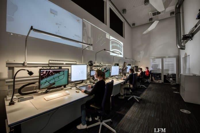 Labor mit Lotsenarbeitsplätzen