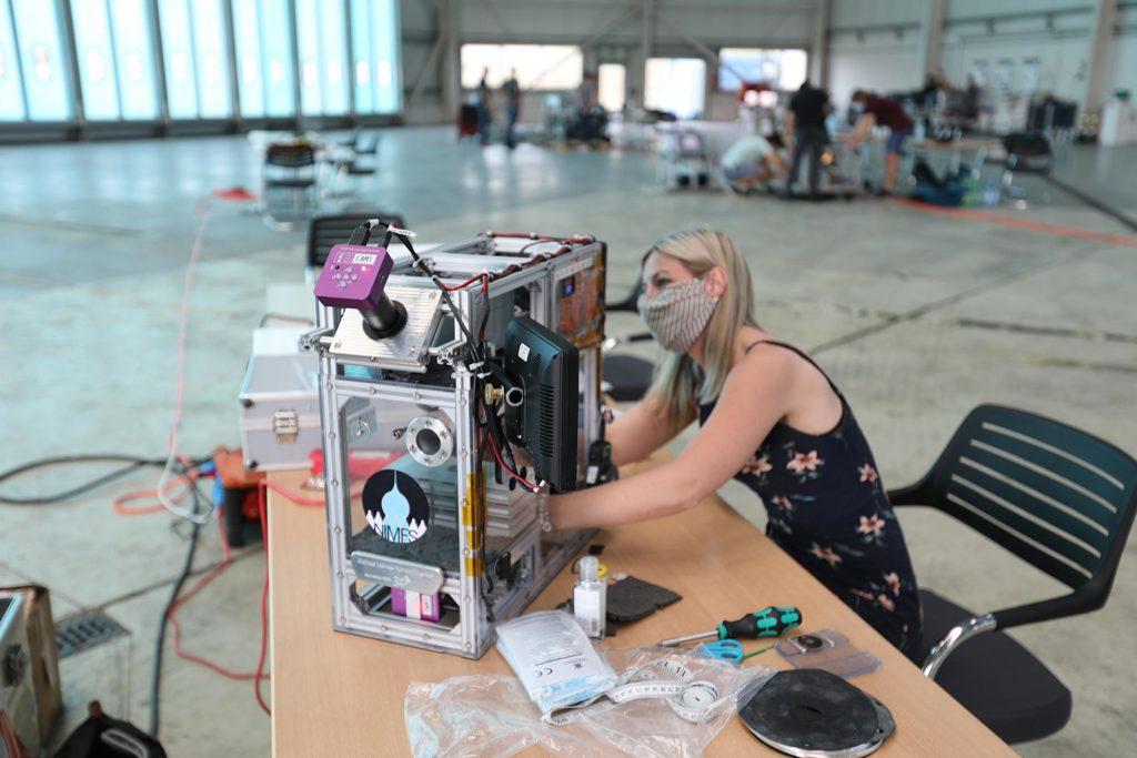 Parabelflug: Vorbereitung der Experimentanlage