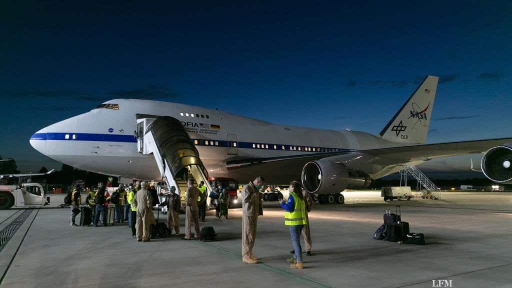 Nach langem Flug ist die Crew angekommen