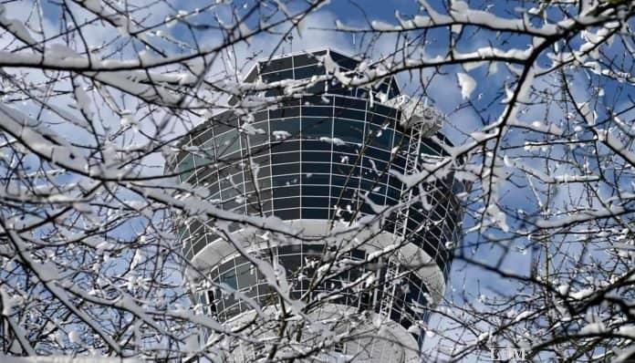 Tower am Flughafen München im Winter