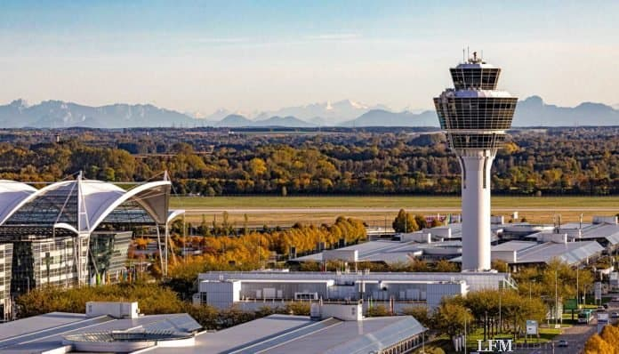 Flughafen mit Alpenpanorama