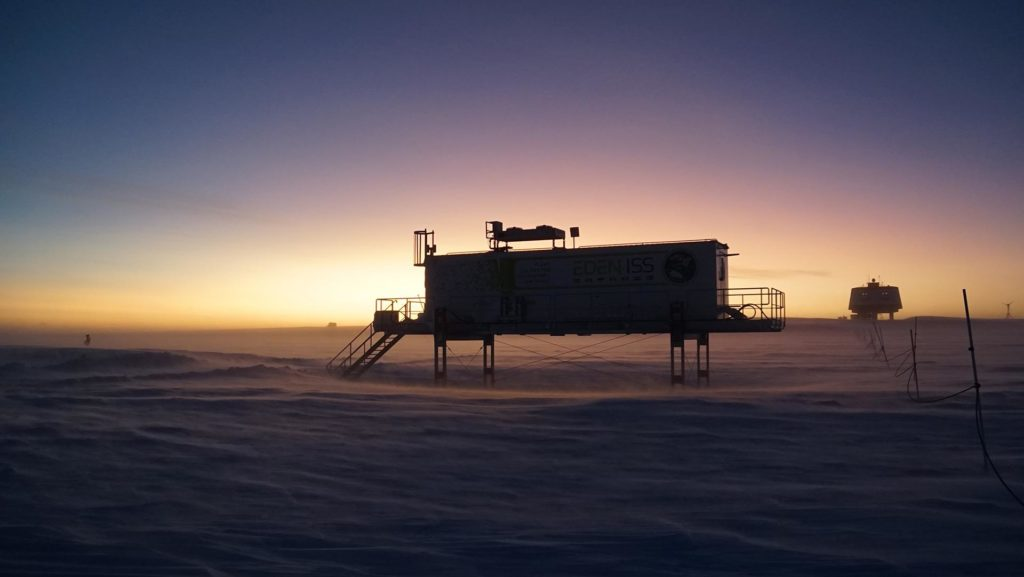 EDEN ISS Gewächshaus zu Beginn der Polarnacht in der Antarktis