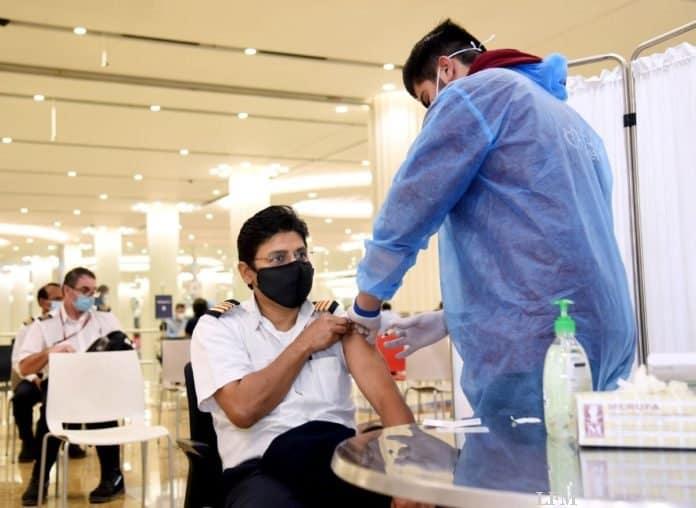 Emirates COVID-19-Impfung eines Piloten