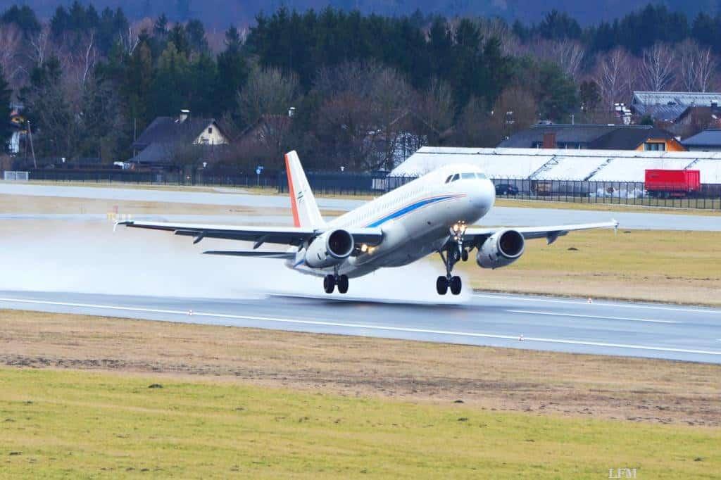 ATRA kurz vor dem Aufsetzen auf dem Flughafen Salzburg
