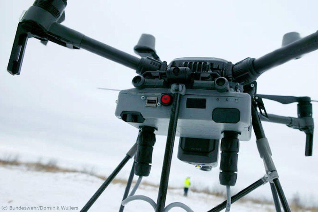 Drohne sucht für das Bundeswehr-Dienstleistungszentrum (BwDLZ) Leer nach Blindgängern
