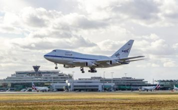 SOFIA vor Flughafen-Kulisse: Am 04. Februar 2021 ist die fliegende Sternwarte SOFIA um 15:33 Uhr am Köln Bonn Airport gelandet.