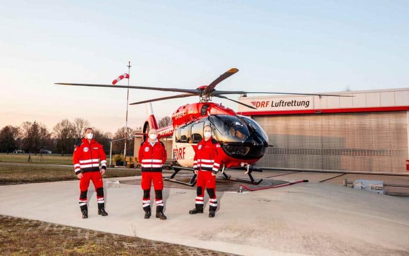 Crew mit der neuen H145 mit Fünfblattrotor