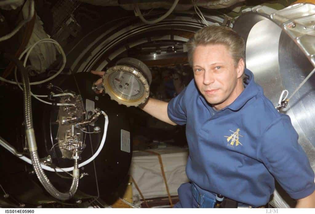 Astronaut Thomas Reiter während seiner Astrolab Mission auf der ISS mit der PK-3 Plus Apparatur im Oktober 2006.