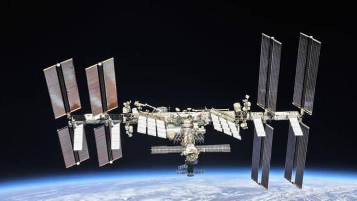 ISS im Oktober 2018: Die Internationale Raumstation ISS ist ein einzigartiges Labor für Experimente, die in keiner wissenschaftlichen Einrichtung auf der Erde durchgeführt werden können. Die Plasma-Experimente gehören zu den erfolgreichsten Forschungsprojekten an Bord der ISS und sind seit dem Beginn 2001 dabei. Das Plasmakristall-Labor PK-4 befindet sich im europäischen Forschungsmodul Columbus.