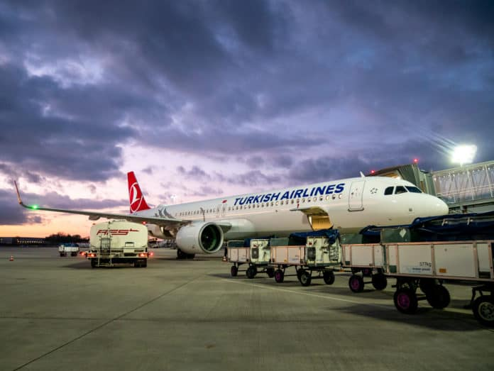 A321 der Turkish Airlines am Gate